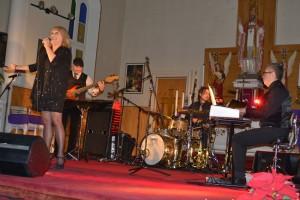 Mme Johanne Blouin accompagnée de son orchestre